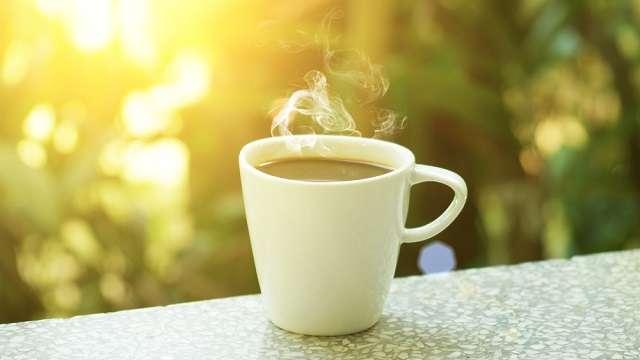 朝起きてすぐにやってはいけないこと6つ「コーヒーを飲む」など