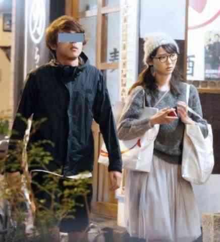 """おのののか""""謎の新恋人""""との密会現場をキャッチ「大きなメガネで変装してイケメンと和食店で…」"""