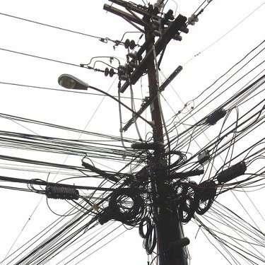 たった1kmで4億円…壮大な「無・電柱化」計画頓挫か、いまだに毎年7万本も新設   ビジネスジャーナル