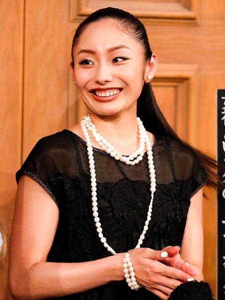 安藤美姫 恋人ハビと年末共演をPR ツイッターのカバー写真はビキニ姿