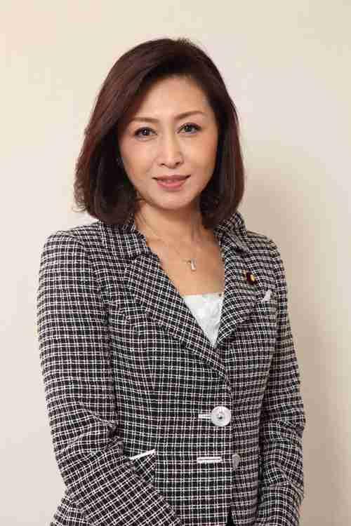 """三原じゅん子議員が24歳下公設秘書と再婚へ  """"公私混同""""疑惑も"""