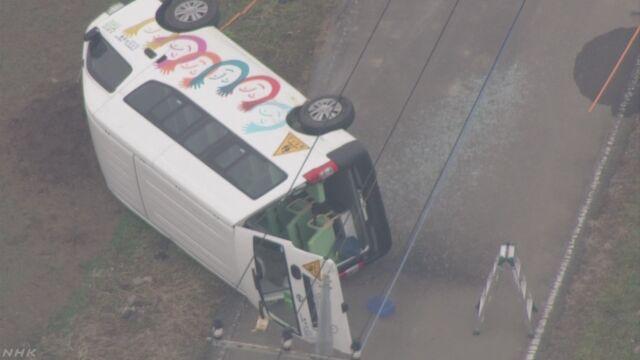 保育園送迎バスが事故で横転 園児ら12人搬送 埼玉 | NHKニュース