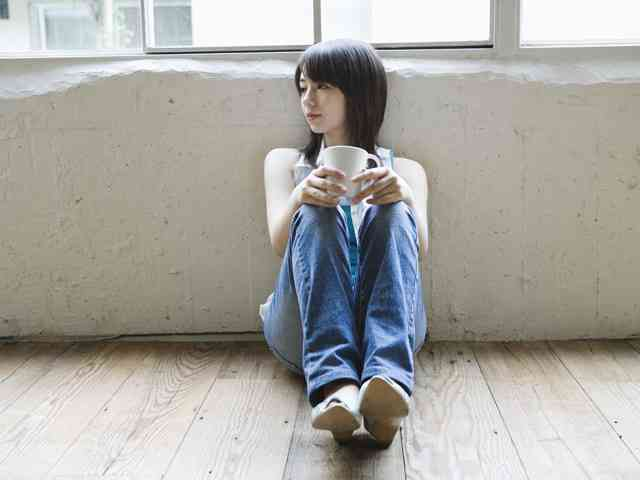 独身男女8割「休日1人」…内向き傾向顕著に