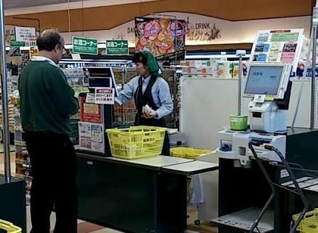 スーパーでレジに並ぶ時、一番早く買い物が終わる列を見つける方法