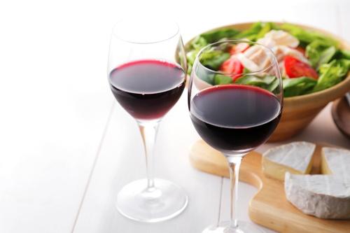 えっ…赤ワインも効くの!? 「風邪とインフル予防」に効果的な食品6つ