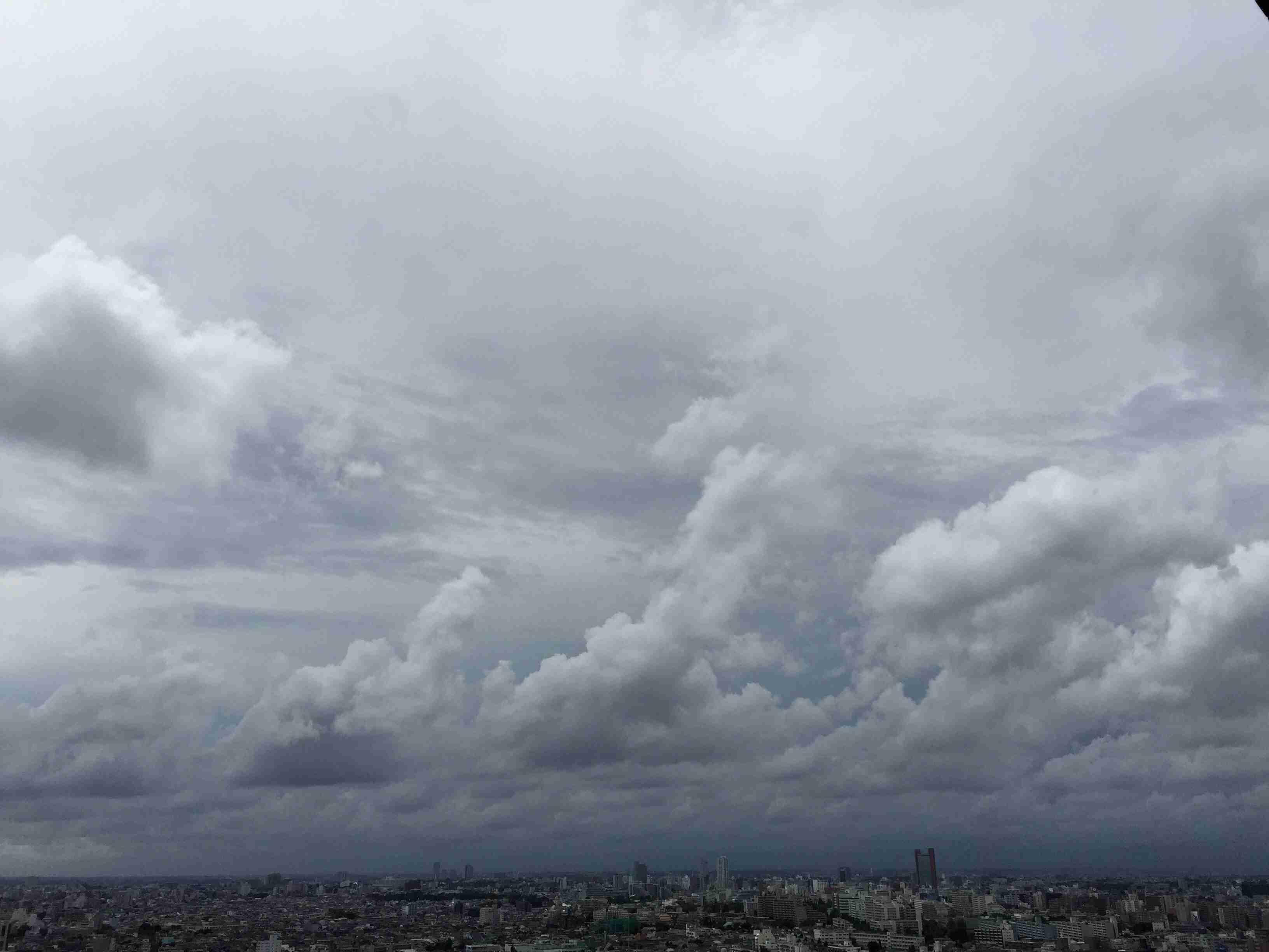 50歳最後の木曜日に見た空と、もめごとについて語る | 岡本夏生オフィシャルサイト