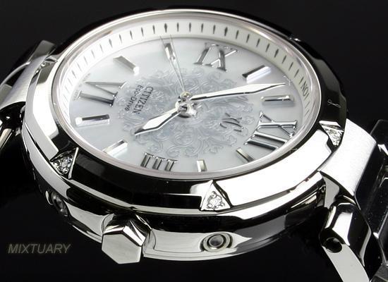 好きなデザインの時計を貼るトピ