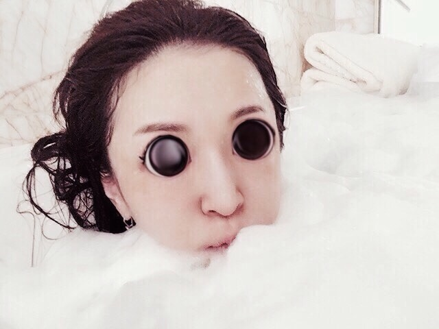 浜崎あゆみ、泡風呂入浴ショットにコメント殺到