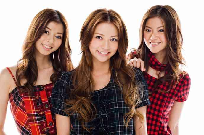 香里奈、美人三姉妹でお揃いコーデ 久々集合ショットにファン歓喜
