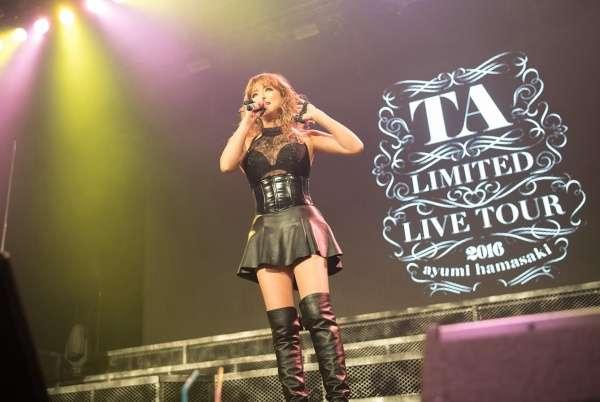 浜崎あゆみ、レア演出・ファンと密着…「全てはTAのため」圧巻ライブに熱狂 - モデルプレス