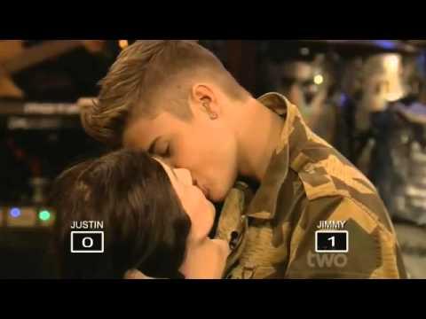 Justin Bieber Cansız Mankenle Öpüştü - YouTube