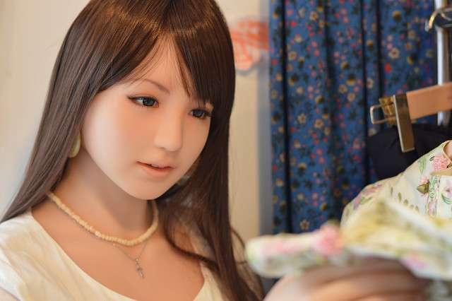 イケメン人形とラブラブ 「オトナの着せ替え」を楽しむ女性が急増!?(豪)