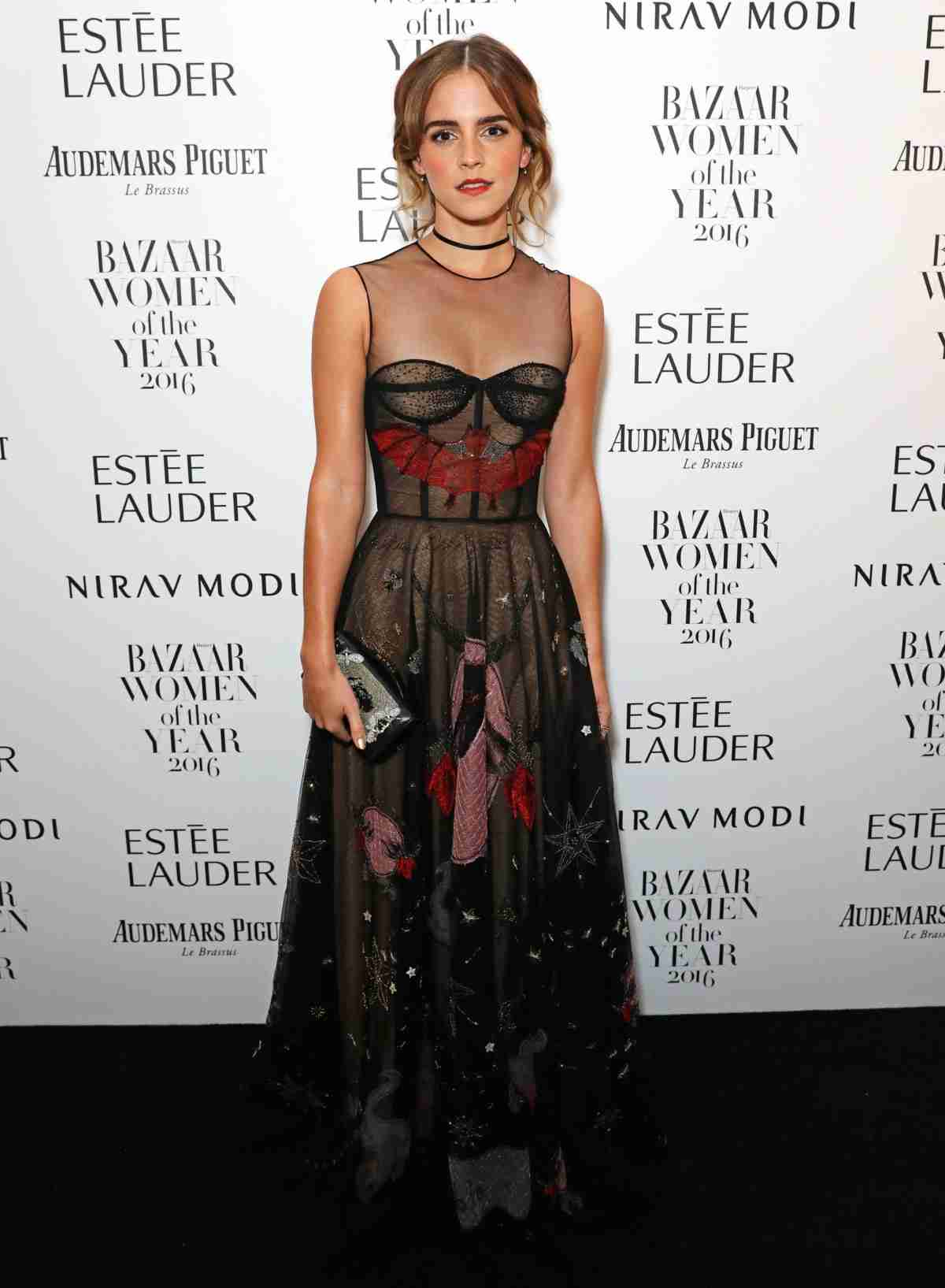 エマ・ワトソン透け感ドレスで魅了!ウーマン・オブ・ザ・イヤーに - シネマトゥデイ