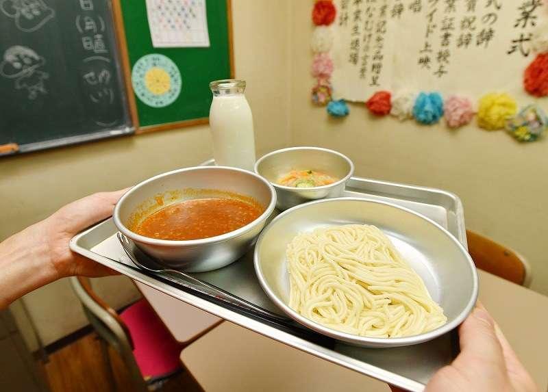 <ソフトめん>「昭和」の人気給食、消える?