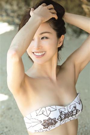 45歳のりピーこと酒井法子、20年ぶり写真集で水着!「感謝しています」