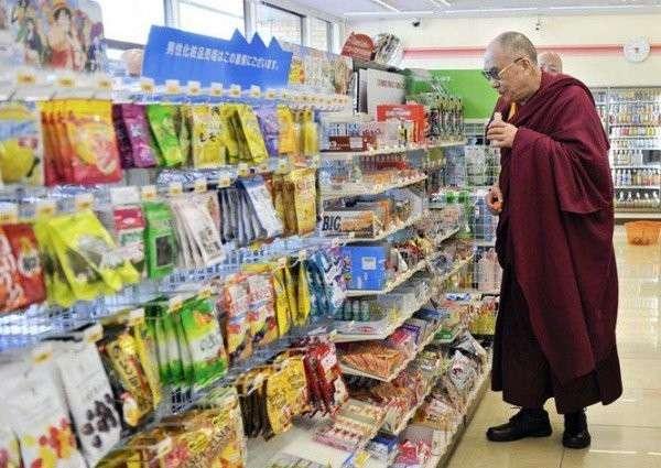 ダライ・ラマ14世、来日2回目の「紅茶花伝」購入にネット沸く
