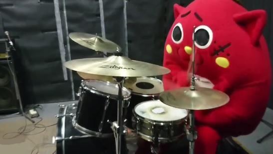 【衝撃】着ぐるみの「にゃんごすた~」がX JAPANの『紅』を信じられない超絶テクニックで叩くドラマーでYOSHIKI・真矢・INORANも大絶賛!   Foundia(ファウンディア)