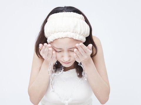 【医師が監修】洗いすぎに注意!脂性肌の方に多いまちがったケア | スキンケア大学