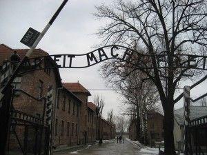 【悲惨な戦争の現実】アウシュヴィッツ強制収容所の写真【グロなし】 - NAVER まとめ