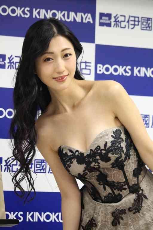 """壇蜜、4年ぶりの""""ヌード写真集""""を発売 来月36歳で「下着の跡が消えない」"""