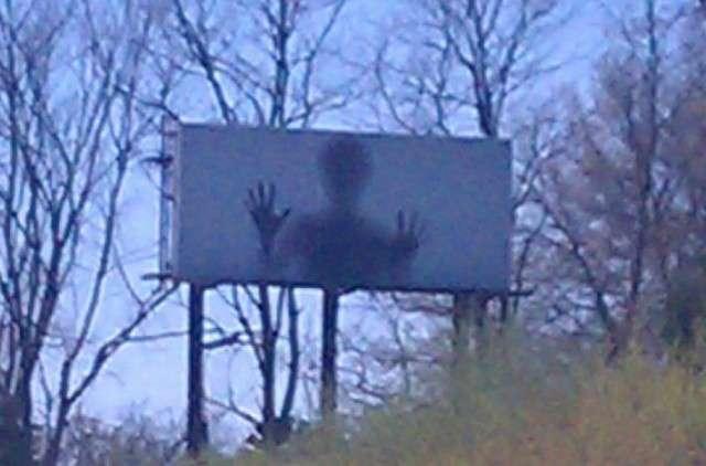 【閲覧注意】ちょっと怖い…背筋がぞくっとする看板広告8選