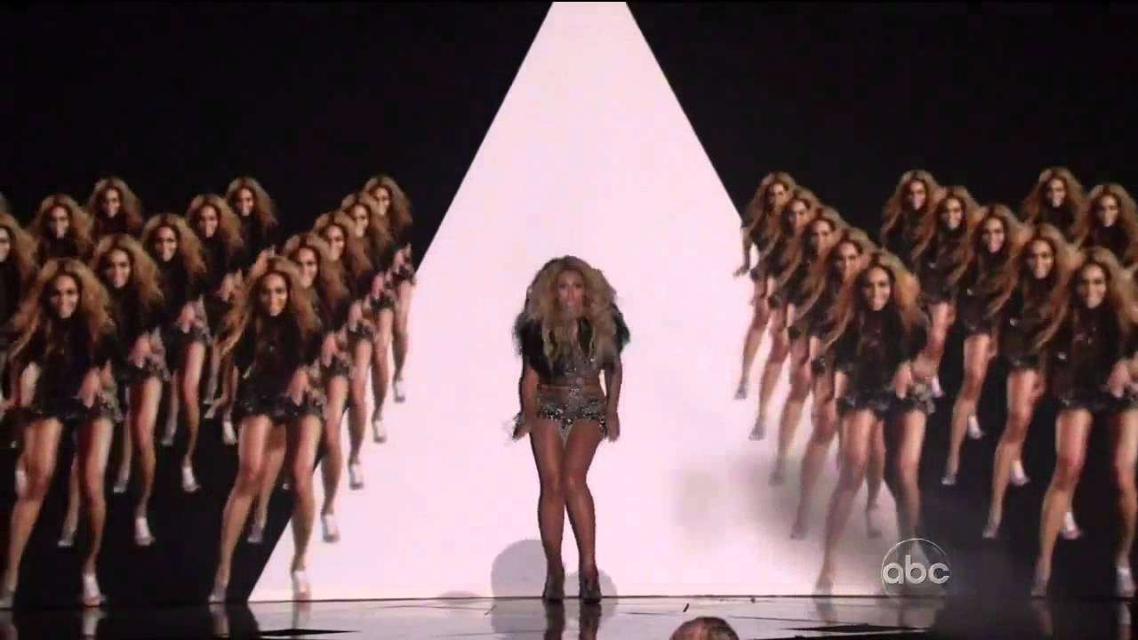 Beyoncé performs 'Run the World (Girls)'  at the 2011 Billboard Music Awards - YouTube