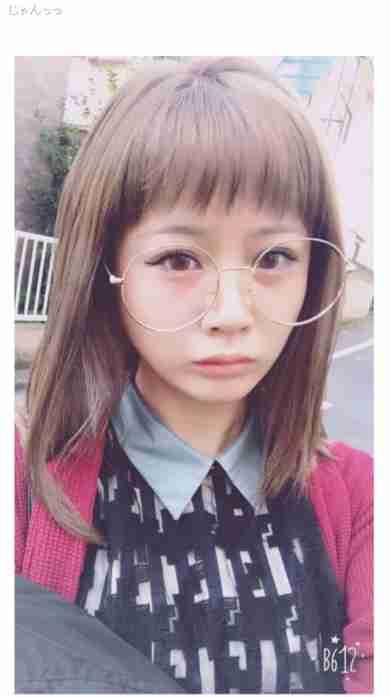 """元モーニング娘。新垣里沙、髪をブリーチして""""メガネっ子かわいい""""へ変身する"""