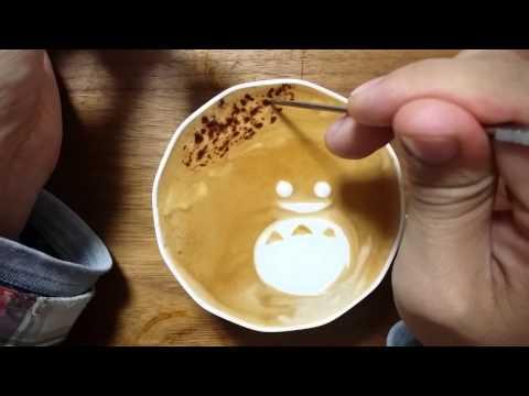 本日の暇カプチーノ、『トトロとクリスマス』。 Totoro ラテアート Latteart - YouTube
