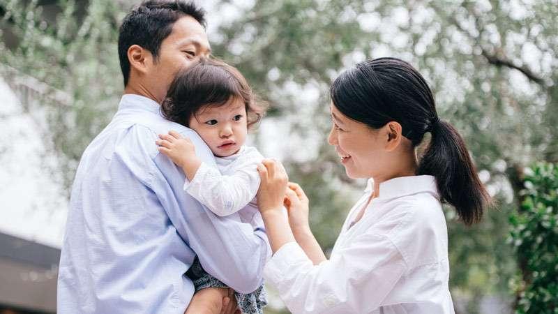 赤ちゃんが3秒で泣き止む!「魔法の抱っこ」 | 家庭 | 東洋経済オンライン | 経済ニュースの新基準