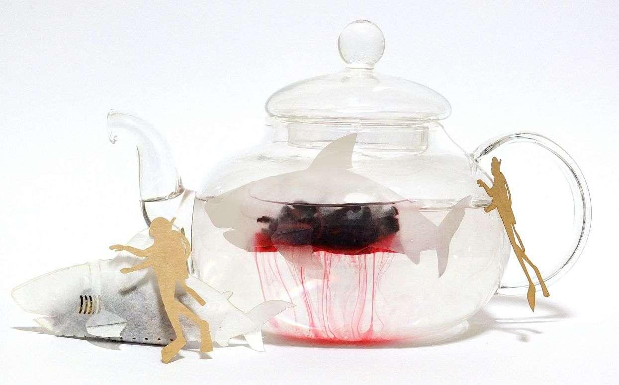 血みどろのサメが泳いでるのかと思いきや、おいしいお茶ができていた