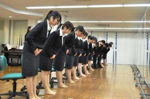 ネトウヨの間で話題の「朝鮮式お辞儀」がデマだったことが判明 明治時代から存在していたぞ! - NAVER まとめ