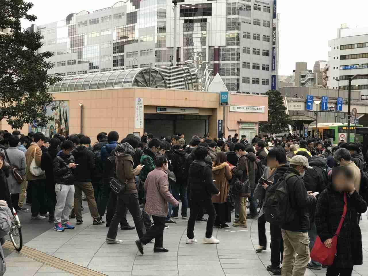 錦糸町駅前がポケモンGOプレイヤーで溢れる! 駅前だけでなく構内にまでとんでもない人の数