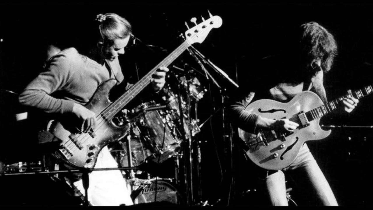 Coyote / Black Crow (Live) - Joni Mitchell from Shadows and Light 1980 - YouTube