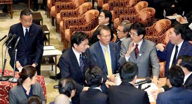 TPP法案、賛成多数で可決 特別委、抗議の中採決強行