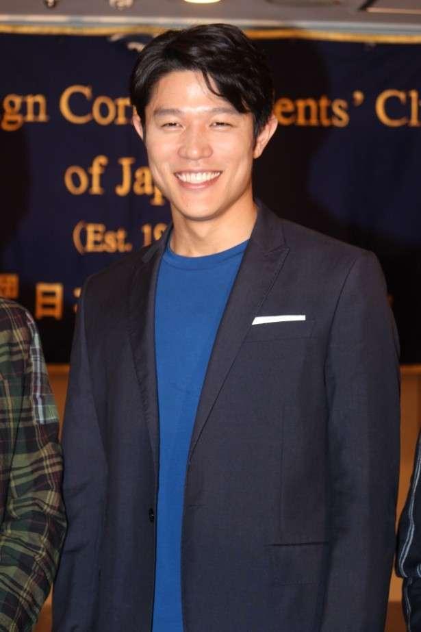 英検1級の鈴木亮平、流暢な英語を披露!通訳いらずの会見に海外メディアも拍手