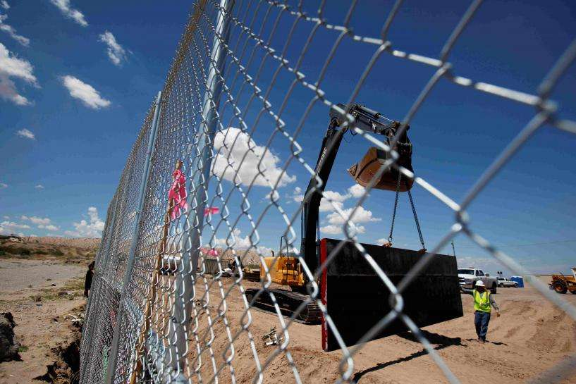 メキシコ国境に設置する壁、一部はフェンスで代用も=トランプ氏| Reuters