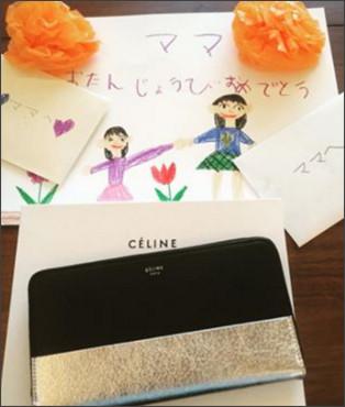 渡辺満里奈、夫・名倉潤からの誕生日プレゼントはセリーヌの財布「感謝です」