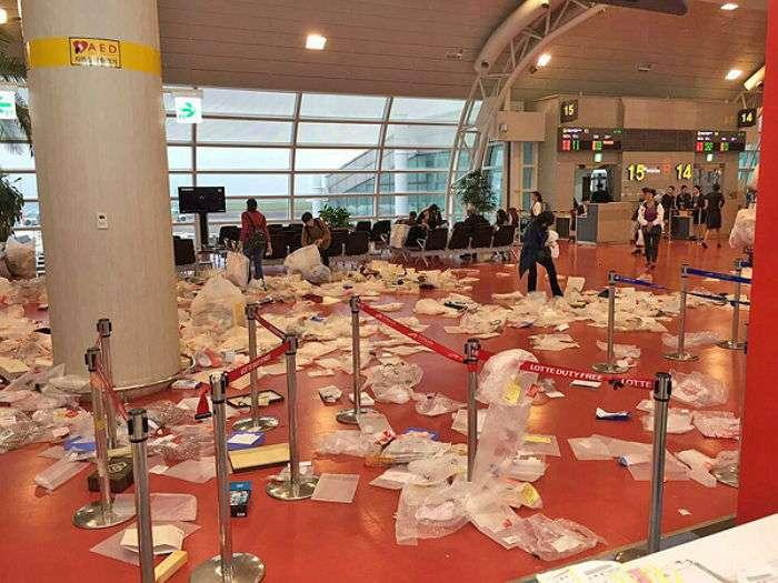 中国人観光客が去ったあとの空港ロビーがゴミ捨て場のように その写真が酷すぎる