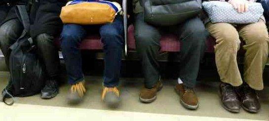 実は、通勤電車の椅子に座っている日本のビジネスマンの2人に1人は年収1000万円以上稼いでいる
