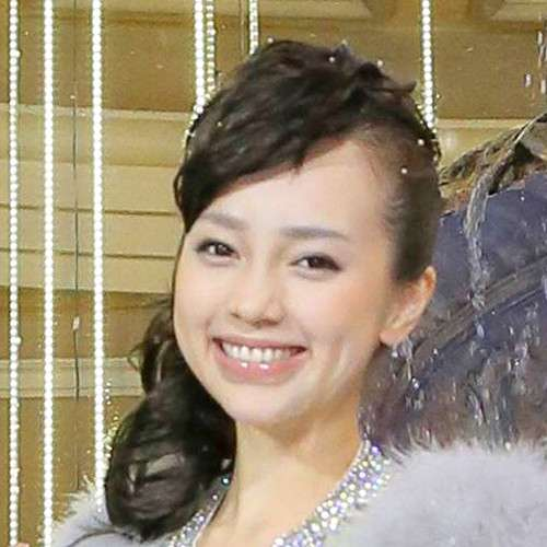 ICONIQで活動した伊藤ゆみ、過去を悔やむ「デビューで格好つけすぎて、悩み中です」 : スポーツ報知