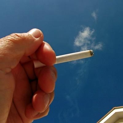 公務員の「タバコ休憩」規制の動き広がる 横浜市では年間損失15億円という試算も