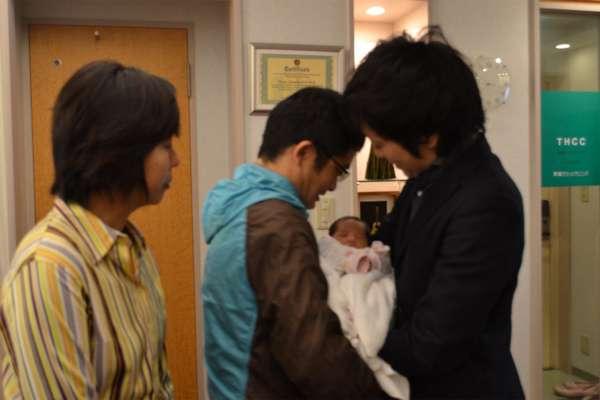 赤ちゃん縁組事業、認定NPO法人フローレンス 事業立ち上げからおよそ1年で初めての赤ちゃん縁組が成立