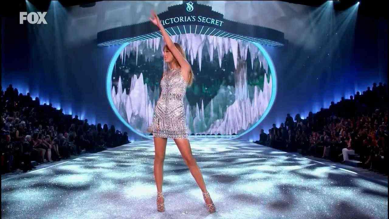 ヴィクトリア・シークレット ファッションショー 2013   - Taylor Swift - YouTube