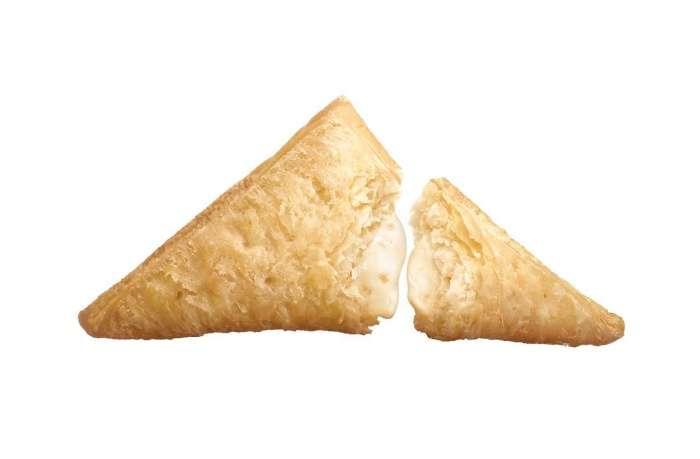 マクドナルド、今年は黒と白の2種!三角チョコパイが帰ってきた