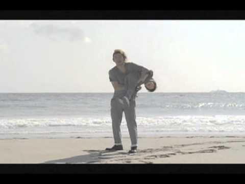 TOSHI-LOW_りょうビスコCMおまけ - YouTube