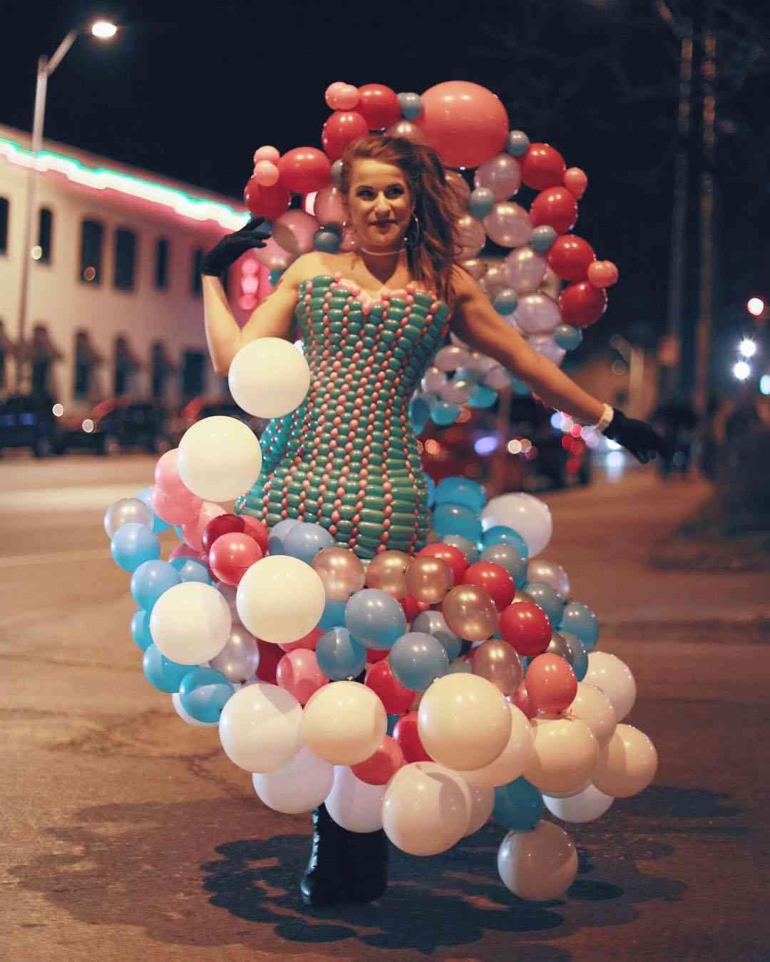 萎んだ風船の使い道も秀逸!風船のみで作る「バルーンドレス」が素敵すぎる!