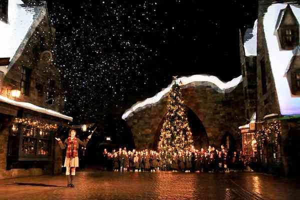"【USJ】広瀬すず、魔法でツリーを点灯!""魔法界のクリスマス""オープニング・セレモニー"