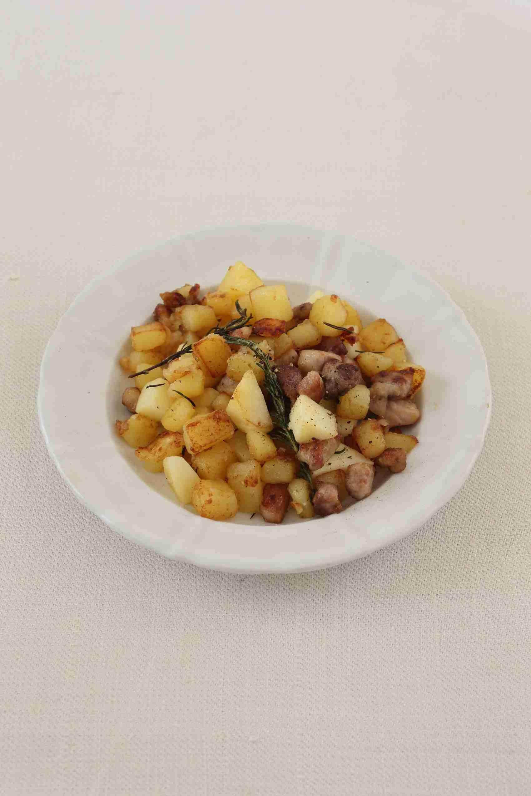 豚肉とじゃがいも、りんごのソテー | Wine365
