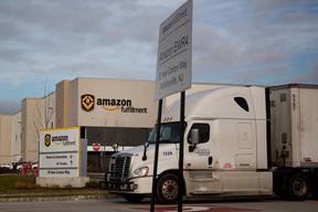 痛いニュース(ノ∀`) : Amazon、既存の運送業者を介さずドライバーが直接店舗から仕事を請け負えるアプリを開発 - ライブドアブログ