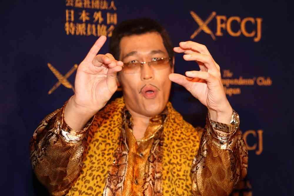 ピコ太郎「新曲」に「見てて痛々しい」 「ブームは続くか」めぐり大論争 : J-CASTニュース